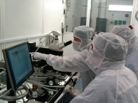 Scientists Examine Stardust Samples
